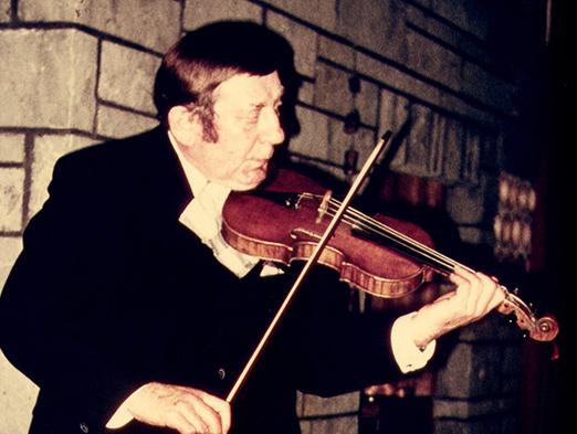 Lichts Vater Erich mit seiner Geige
