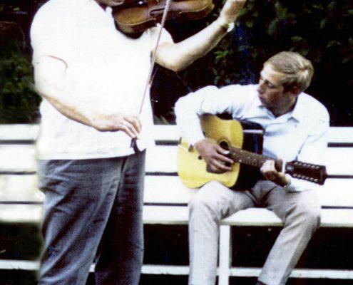 Ludwig mit Vater beim Musizieren