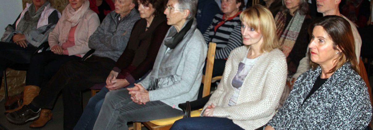 Sehr aufmerksam verfolgen die Zuschauer das Event - Foto: Wilhelm Neurohr