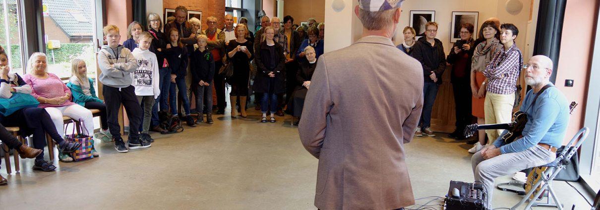 Tobias Klostermann begrüßt die Gäste (Foto: Michael Cords)