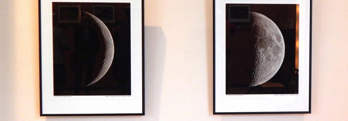 Zwei der Mond-Fotos von Tobias Klostermann (Foto: Ludwig Licht)